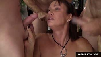 MILF gros vagin maman libre ayant des relations sexuelles avec fils